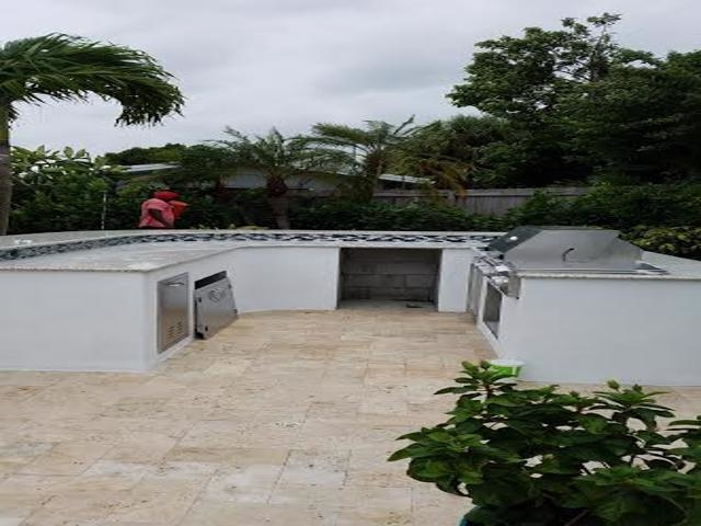 custom outdoor entertainment area constuction